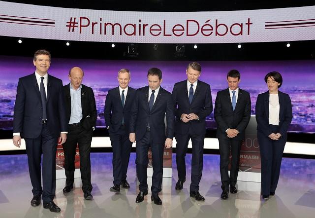 Na snímke zľava Arnaud Montebourg, Jean-Luc Bennahmias, Francois de Rugy, Benoit Hamon, Vincent Peillon, Manuel Valls a Sylvia Pinelová