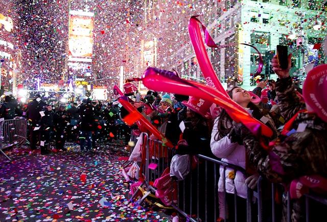Na newyorskom Times Square vítal Nový rok miliónový dav