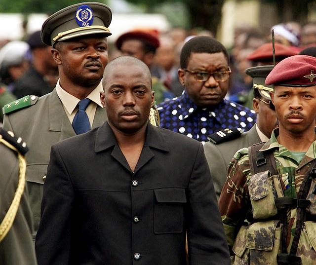 Na archívnej snímke uprostred  prezident Joseph Kabila