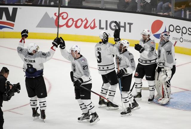 Hráči z výberu Metropolitnej divízie sa tešia z víťazstva proti Pacifickej divízii počas exhibície hviezd NHL