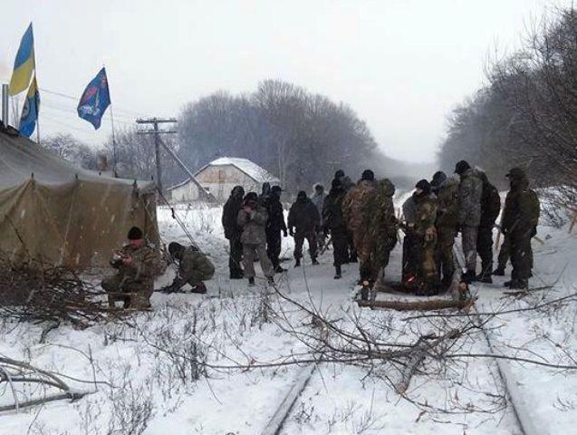 Semen Semenčenko začal blokovať železničnú trať