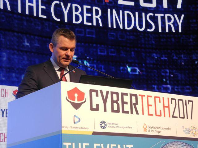 Na snímke podpredseda vlády SR pre investície a informatizáciu Peter Pellegrini počas prejavu na konferencii CyberTech 2017 v Tel Avive