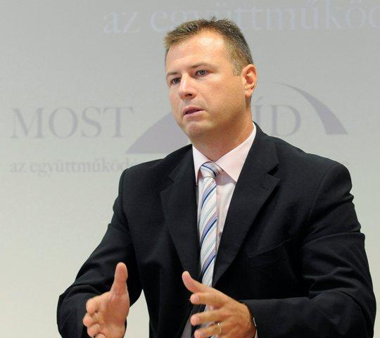 Na snímke predseda poslaneckého klubu Mosta-Híd Gábor Gál