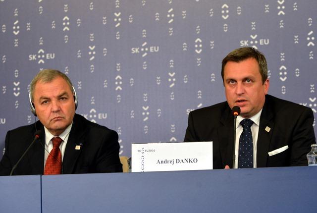 Na snímke zľava predseda Snemovne reprezentantov maltského parlamentu Angelo Farrugia a predseda Národnej rady SR Andrej Danko