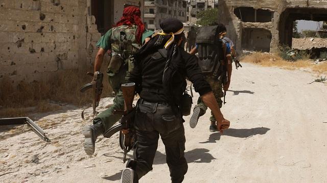 Tvrdé boje v Deir-ez-Zor, 100 leteckých útokov a kontraúder vládnych jednotiek