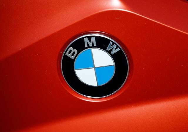 Na snímke logo BMW