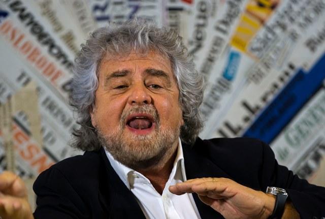 Na snímke komikom Beppe Grillo, ktorý vedie taliansku opozičnú stranu Hnutie piatich hviezd (M5S)