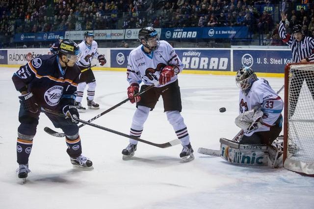 Hokejisti HC Košice po dohrávke 41.kola s Duklou Trenčín bodovo opäť predstihli hokejistov HK Nitra a s jednobodovou stratou sú na 2.mieste za Banskou Bystricou. Na snímke vidieť