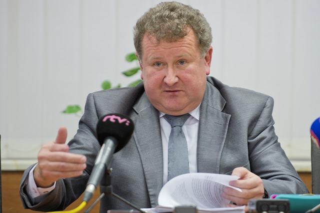 Na snímke predseda Úradu pre reguláciu sieťových odvetví (ÚRSO) Jozef Holjenčík