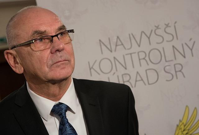 Na snímke predseda Najvyššieho kontrolného úradu SR Karol Mitrík