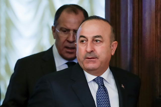 Na snímke šéf tureckej diplomacie Mevlüt Čavušoglu (vpravo)