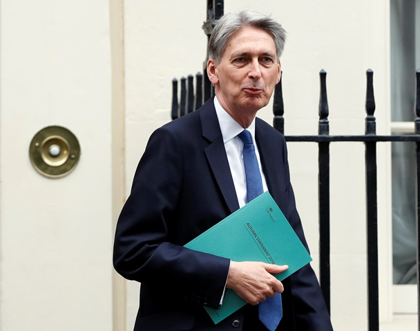 Na snímke britský minister financií Philip Hammond