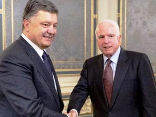 Ukrajinský prezident Petro Porošenko poďakoval trom americkým senátorom za to, že trvajú na pokračovaní sankcií voči Rusku