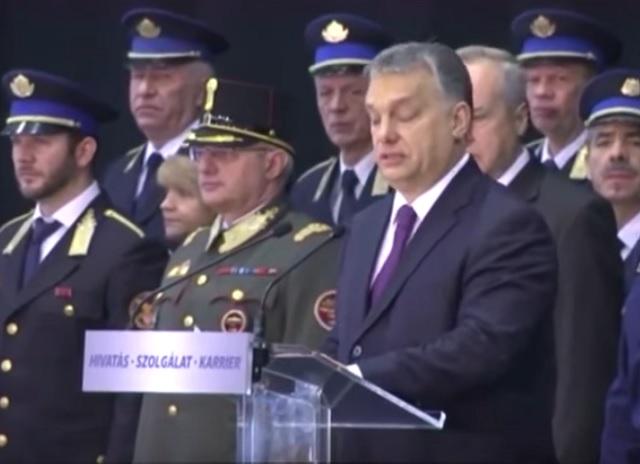 Na snímke z videa maďarský premiér Viktor Orban