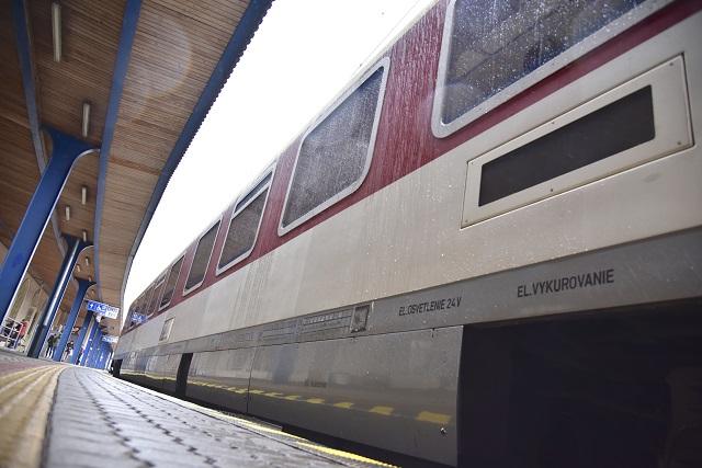 Na snímke vonkajší pohľad na vozeň IC vlaku