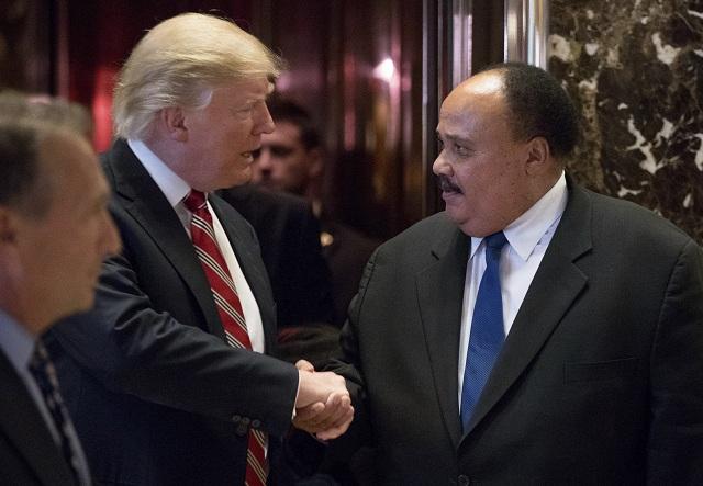 Novozvolený americký prezident Donald Trump, pozval na stretnutie do Trump Tower, Martina Luthera Kinga III. (vpravo)