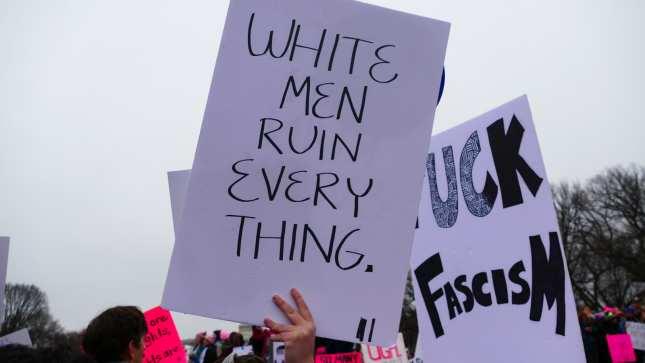 """""""Bieli muži všetko kazia"""". Aj takto vyzerali transparenty na pochode žien"""
