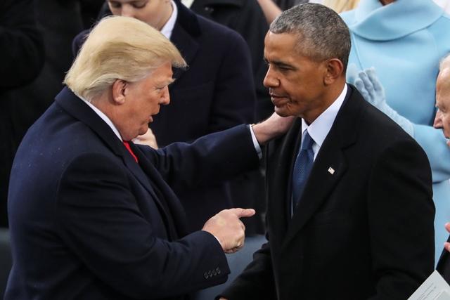 Na snímke nový americký prezident Donald Trump a bývalý prezident Barack Obama