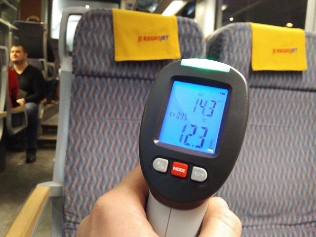 Cestujúci nameral v utorok vo vozni RegioJetu 14.3 °C