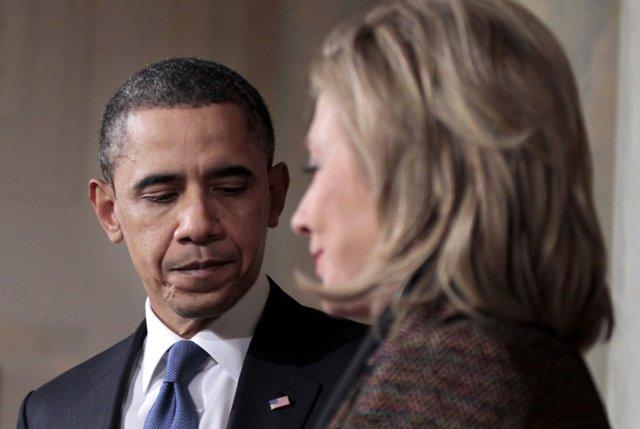 Na snímke bývalý americký prezident Barack Obama (vľavo) a neúspešná americká demokratická prezidentská kandidátka Hillary Clintonová Foto: Pablo Martinez Monsivais
