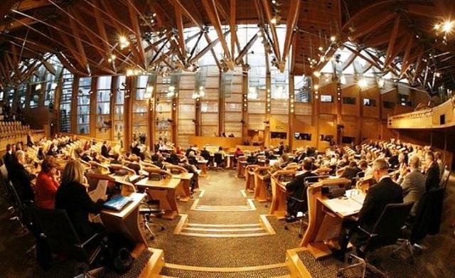 V symbolickom hlasovaní škótsky parlament odmietol Brexit a vyhráža sa referendom o odchode z Veľkej Británie