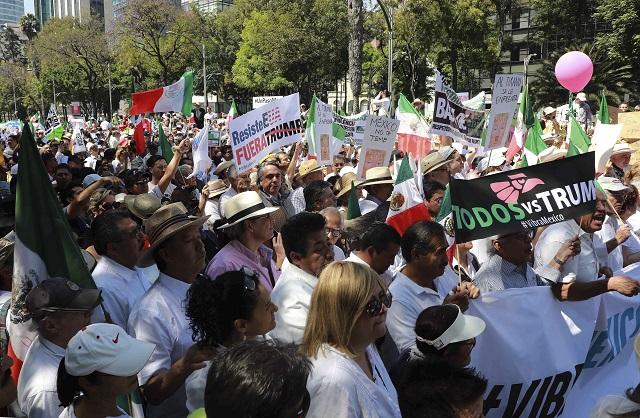 Tisíce ľudí protestovali proti Trumpovi, žiadali rešpekt voči Mexiku