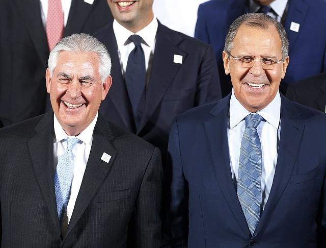 Na snímke Rex Tillerson (vľavo) aSergej Lavrov