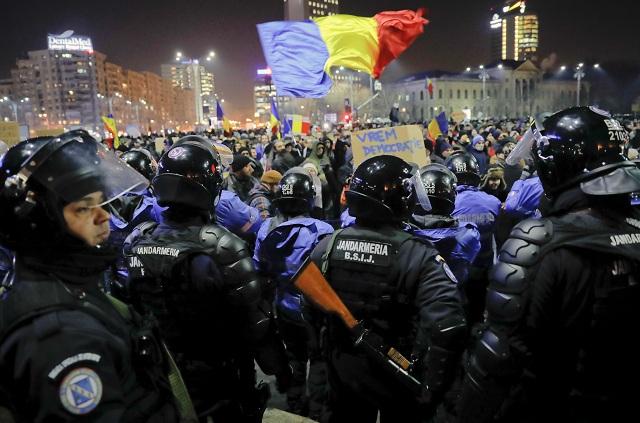 Demonštrácia proti korupcii vyústila do násilností