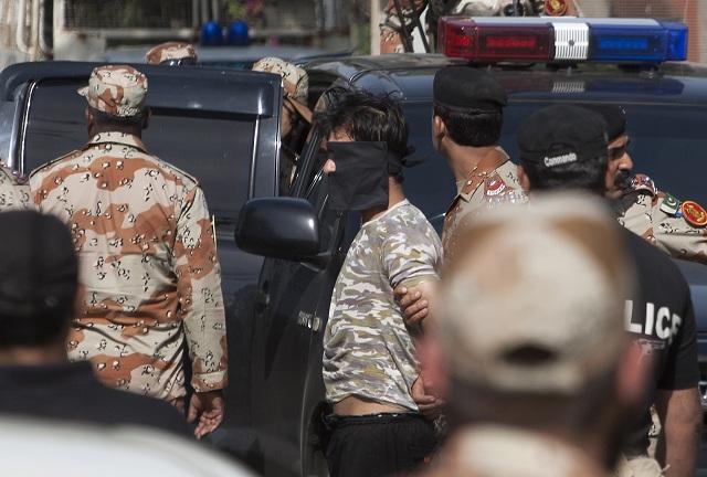 Pakistanskí bezpečnostní úradníci