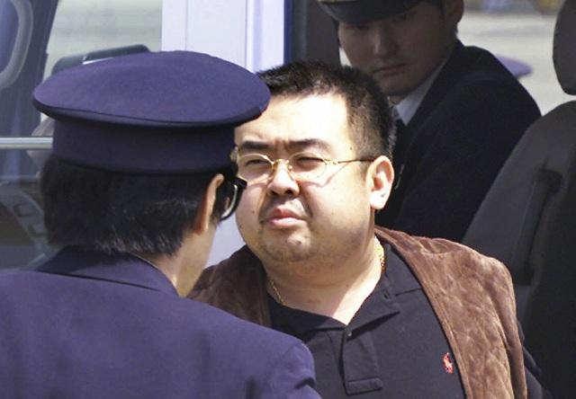 Na archívnej snímke zo 4. mája 2001 nevlastný brat severokórejského vodcu Kim Čong-nam