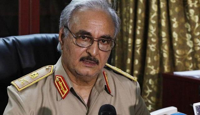 Na archívnej snímke generál Haftar