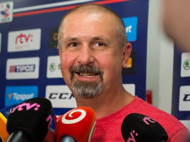 Na snímke tréner Zdeno Cíger