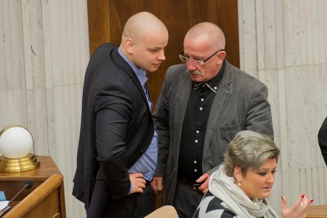 Na snímke poslanci Stanislav Mizík a Milan Mazurek (Kotleba - Ľudová strana Naše Slovensko ) počas pokračujúcej 12. schôdze parlamentu