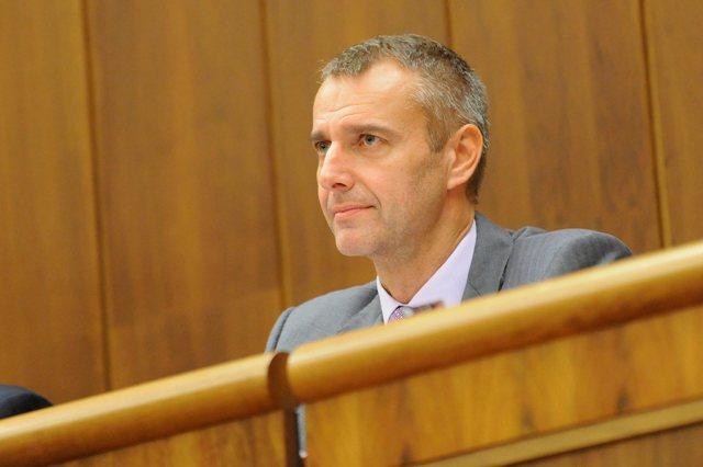 Na snímke poslanec a predseda Mandátového a imunitného výboru Národnej rady SR Richard Raši (Smer-SD)