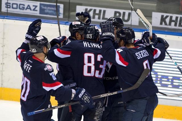 Na snímke hráči Slovana