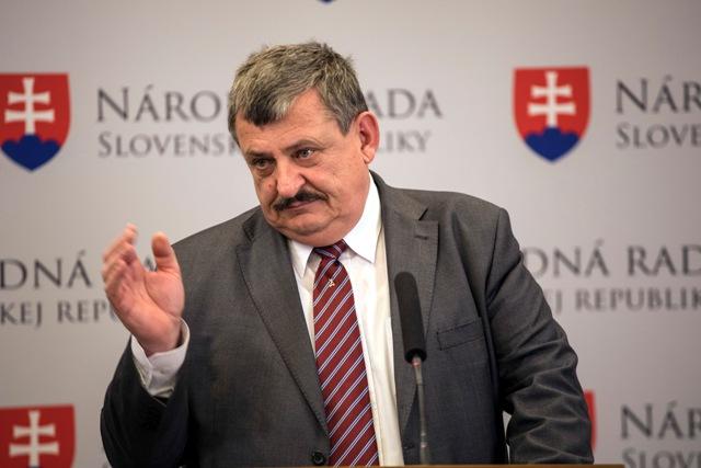 Na snímke podpredseda národniarov Anton Hrnko (SNS)