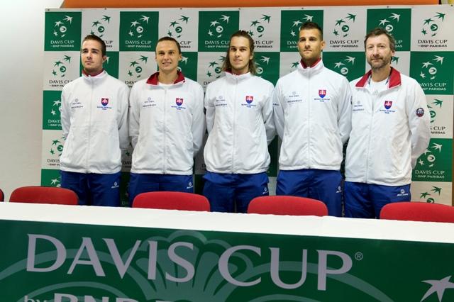 Na snímke slovenský daviscupový tím, zľava Andrej Martin, Jozef Kovalík, Lukáš Lacko, Martin Kližan a nehrajúci kapitán Miroslav Mečíř