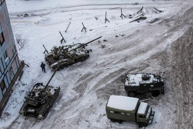 Ilustračné foto:Tanky ukrajinskej armády medzi domami na sídlisku v meste Avdijivka na východe Ukrajiny