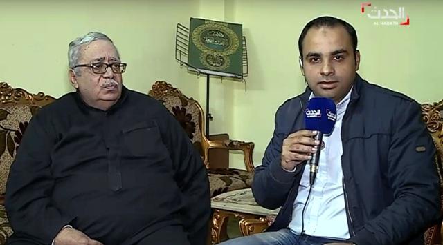 Na snímke z videa zo spravodajského kanála al-Hadath so sídlom v Dubaji otec údajného egyptského útočníka z múzea Louvre v Paríži Abdulláha Réda Refaiea al-Hamáhmyho, Réda Refae al-Hamáhmy (vľavo) počas interview s al-Hadath v jeho dome v Egypte 4. februára 2017