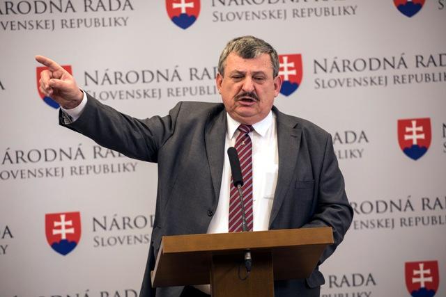 Na snímke poslanec NR SR Anton Hrnko (SNS)