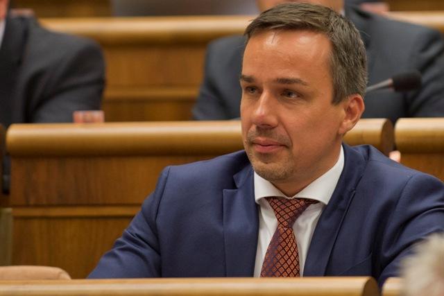 Na snímke poslanec Erik Tomáš (SMER-SD)