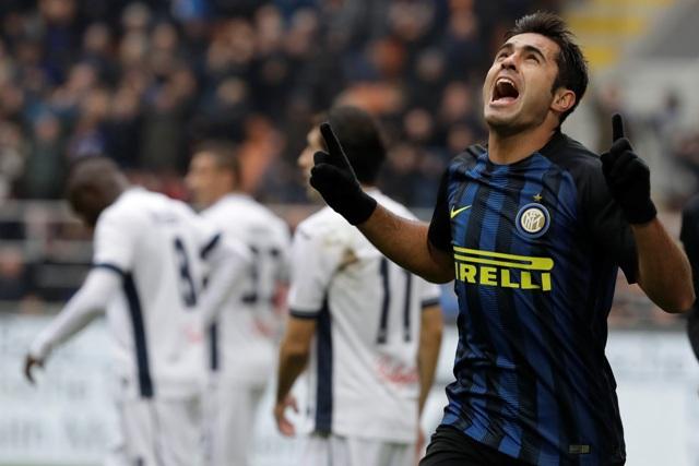 Eder z Interu Miláno sa raduje z gólu počas zápasu 24. kola talianskej Serie A proti Empoli