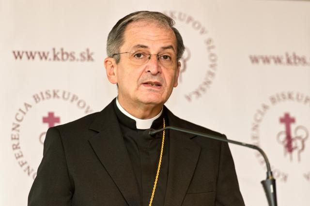 Na snímke bratislavský arcibiskup metropolita a predseda KBS Stanislav Zvolenský