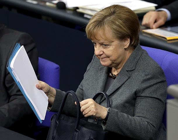 Oficiálnou kandidátkou CDU/CSU na post kancelárky je opäť Angela Merkelová