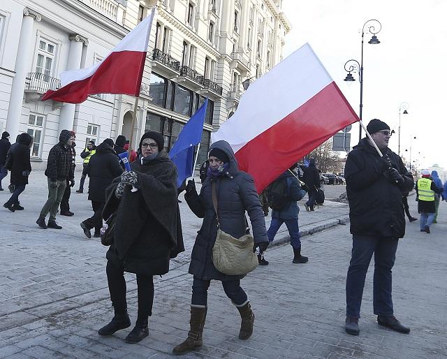 Poliaci protestovali proti plánom na začlenenie okolitých obcí do Varšavy