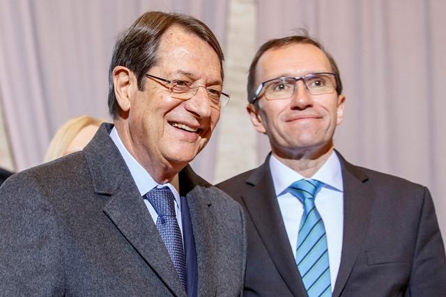 Na snímke cyperský prezident Nikos Anastasiadis (vľavo)
