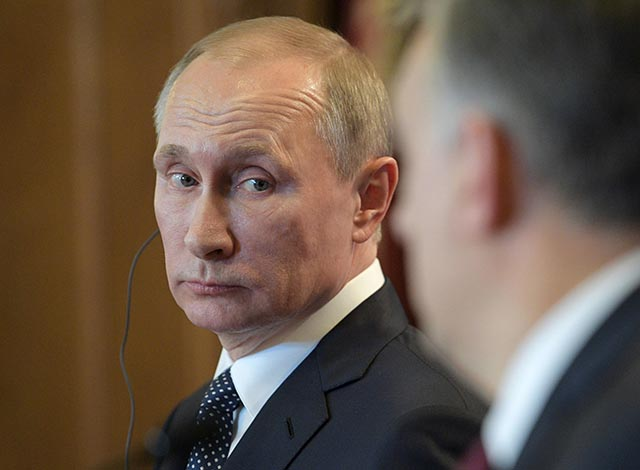 Na snímke ruský prezident Vladimir Putin počas tlačovej konferencie po rokovaní s maďarským premiérom Viktorom Orbánom