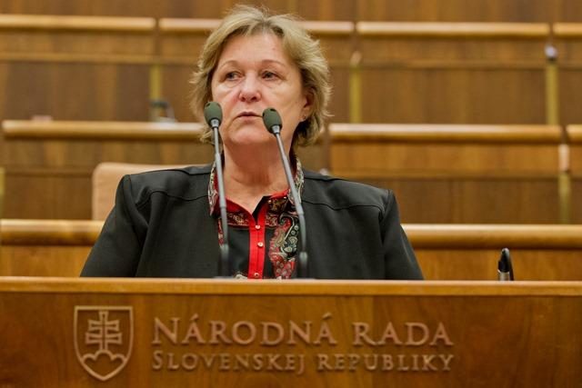 Na snímke dosluhujúca verejná ochrankyňa práv Jana Dubovcová