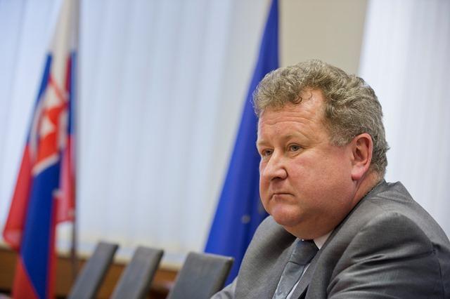 Na snímke predseda Úradu pre reguláciu sieťových odvetví SR Jozef Holjenčík