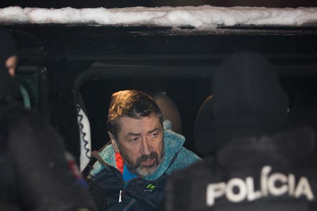 Na snímke Ľubomír K.  odchádza z rozhodovania o väzbe so zadržanými členmi zločineckej skupiny takáčovcov na Špecializovanom trestnom súde (ŠTS) v Banskej Bystrici